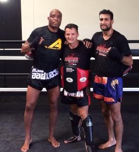 Daniel Woirin avec Anderson Silva et Mehdi Bagdad