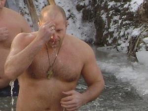Fedor nage dans la glace